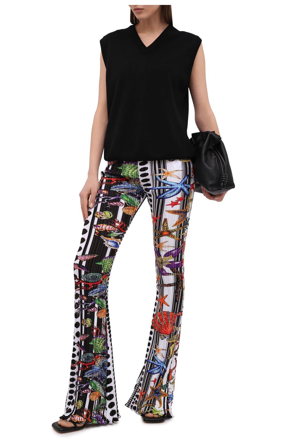 Женские брюки VERSACE разноцветного цвета, арт. A89220/1F01292 | Фото 2 (Длина (брюки, джинсы): Удлиненные; Женское Кросс-КТ: Брюки-одежда; Материал внешний: Синтетический материал; Силуэт Ж (брюки и джинсы): Расклешенные; Стили: Романтичный)