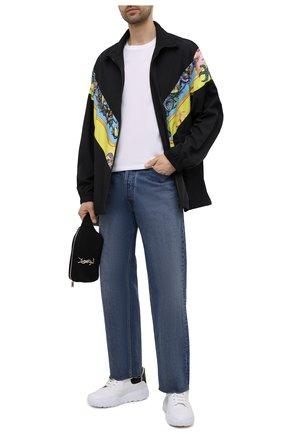 Мужская куртка VERSACE черного цвета, арт. A89028/1F00977 | Фото 2 (Стили: Кэжуэл; Рукава: Длинные; Материал подклада: Синтетический материал; Кросс-КТ: Ветровка, Куртка; Материал внешний: Синтетический материал; Длина (верхняя одежда): До середины бедра)