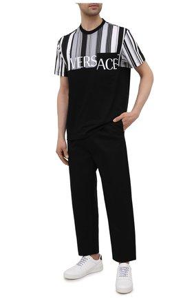 Мужская хлопковая футболка VERSACE черно-белого цвета, арт. A89002/A235263 | Фото 2