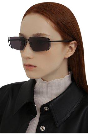 Женские солнцезащитные очки MCQ черного цвета, арт. MQ0311S 001 | Фото 2