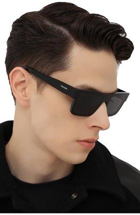 Мужские солнцезащитные очки PRADA черного цвета, арт. 19WS-1AB5S0 | Фото 2