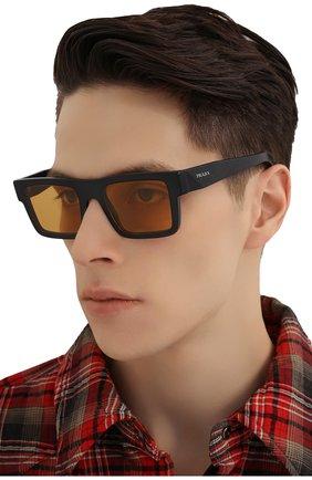Мужские солнцезащитные очки PRADA желтого цвета, арт. 19WS-1B00B7 | Фото 2 (Тип очков: С/з; Очки форма: Прямоугольные; Оптика Гендер: оптика-мужское)