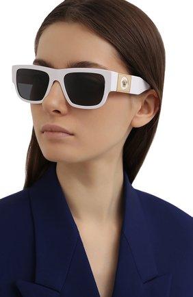 Женские солнцезащитные очки VERSACE белого цвета, арт. 4406-314/87 | Фото 2