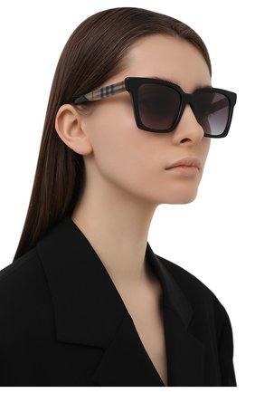 Женские солнцезащитные очки BURBERRY черного цвета, арт. 4335-39298G   Фото 2