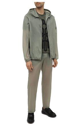 Мужские брюки 5 moncler craig green MONCLER GENIUS хаки цвета, арт. G1-09H-2A000-03-539UT | Фото 2 (Длина (брюки, джинсы): Стандартные; Случай: Повседневный; Материал внешний: Синтетический материал; Стили: Кэжуэл)
