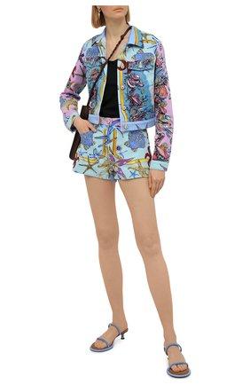 Женские джинсовые шорты VERSACE разноцветного цвета, арт. A89236/1F01129 | Фото 2