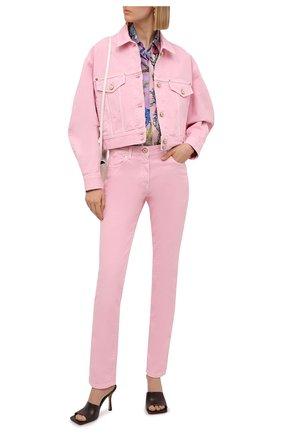Женские джинсы VERSACE светло-розового цвета, арт. A86623/1F00813 | Фото 2