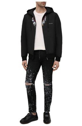 Мужские джинсы AMIRI синего цвета, арт. MDS030-404 | Фото 2 (Длина (брюки, джинсы): Стандартные; Детали: Потертости; Силуэт М (брюки): Узкие; Материал внешний: Хлопок; Стили: Гранж; Кросс-КТ: Деним)