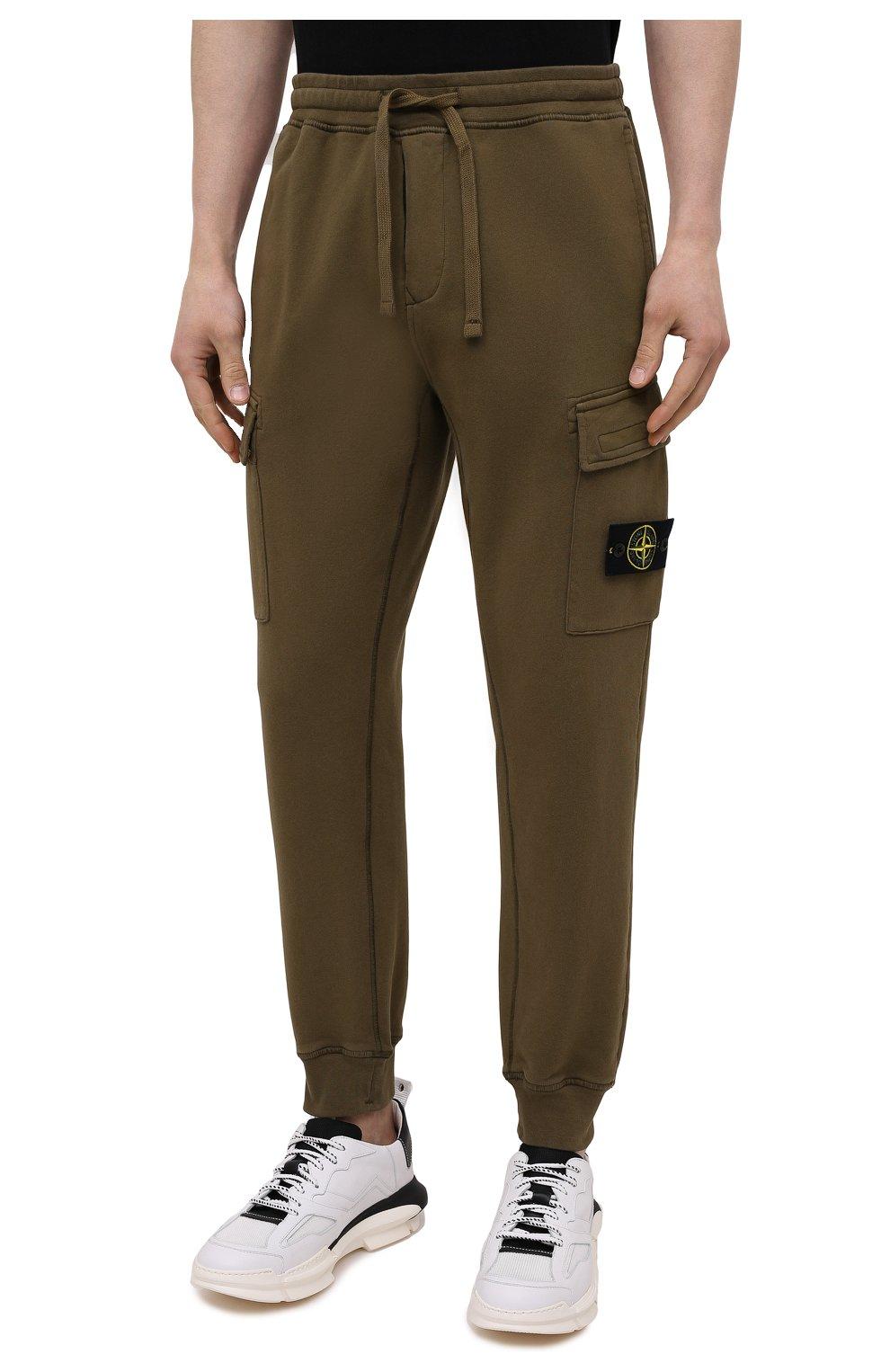 Мужские хлопковые джоггеры STONE ISLAND хаки цвета, арт. 741565251   Фото 3 (Силуэт М (брюки): Карго, Джоггеры; Мужское Кросс-КТ: Брюки-трикотаж; Длина (брюки, джинсы): Стандартные; Стили: Милитари; Материал внешний: Хлопок)