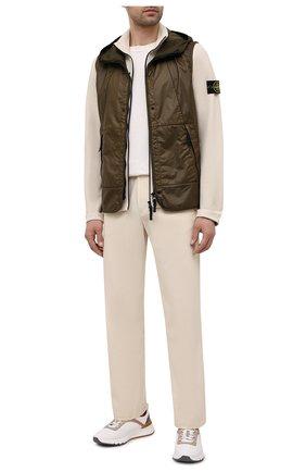 Мужские хлопковые брюки STONE ISLAND бежевого цвета, арт. 741531506 | Фото 2