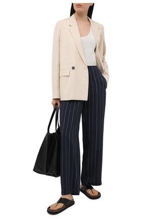 Женские брюки из вискозы VINCE темно-синего цвета, арт. V728121964 | Фото 2
