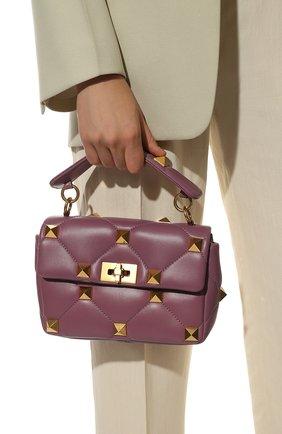 Женская сумка roman stud VALENTINO фиолетового цвета, арт. VW0B0I82/BSF   Фото 2 (Сумки-технические: Сумки через плечо, Сумки top-handle; Ремень/цепочка: С цепочкой, На ремешке; Материал: Натуральная кожа; Размер: small)
