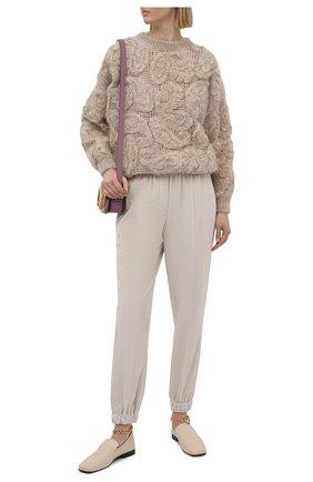 Женские джоггеры BRUNELLO CUCINELLI светло-бежевого цвета, арт. MP180P7728 | Фото 2 (Женское Кросс-КТ: Джоггеры - брюки; Материал внешний: Хлопок; Стили: Кэжуэл; Длина (брюки, джинсы): Стандартные)