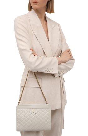 Женская сумка victoire SAINT LAURENT белого цвета, арт. 657361/18V07 | Фото 2 (Женское Кросс-КТ: Вечерняя сумка; Сумки-технические: Сумки через плечо; Ремень/цепочка: С цепочкой; Материал: Натуральная кожа; Размер: small)