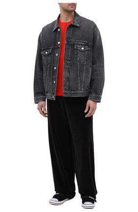 Мужские хлопковые брюки BALENCIAGA черного цвета, арт. 659094/TKQ12 | Фото 2 (Длина (брюки, джинсы): Стандартные; Случай: Повседневный; Материал внешний: Хлопок; Стили: Спорт-шик)