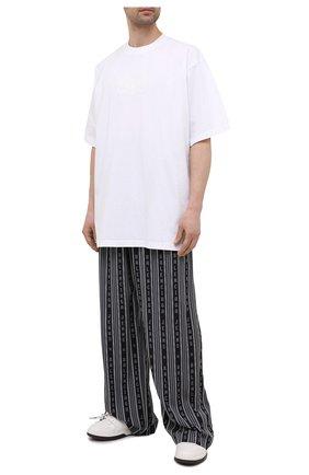 Мужские брюки из вискозы BALENCIAGA черного цвета, арт. 658883/TKL32 | Фото 2 (Длина (брюки, джинсы): Стандартные; Материал внешний: Вискоза; Случай: Повседневный; Стили: Спорт-шик)