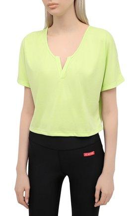 Женская футболка KORAL зеленого цвета, арт. A6427J85 | Фото 3 (Женское Кросс-КТ: Футболка-спорт, Футболка-одежда; Принт: Без принта; Рукава: Короткие; Материал внешний: Синтетический материал; Стили: Спорт-шик; Длина (для топов): Укороченные)