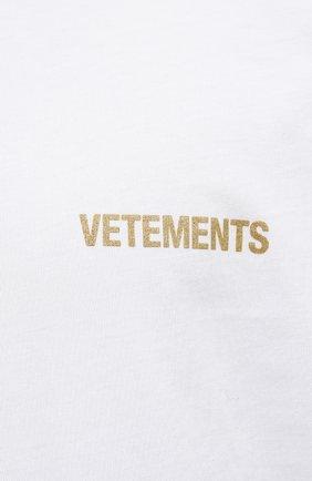 Мужская хлопковая футболка VETEMENTS белого цвета, арт. UA52TR240W 1602/M | Фото 5 (Рукава: Короткие; Длина (для топов): Стандартные; Принт: С принтом; Материал внешний: Хлопок)