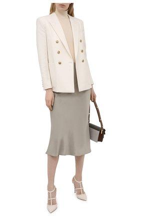 Женские кожаные туфли rockstud VALENTINO светло-бежевого цвета, арт. VW0S0393/YPX | Фото 2 (Подошва: Плоская; Каблук тип: Шпилька; Каблук высота: Высокий; Материал внутренний: Натуральная кожа)