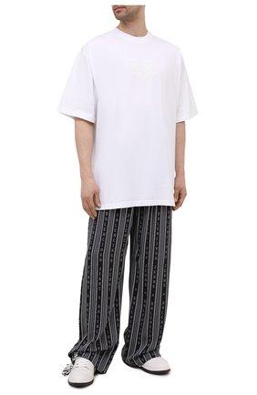 Мужская хлопковая футболка BALENCIAGA белого цвета, арт. 651795/TKV71 | Фото 2 (Стили: Спорт-шик; Материал внешний: Хлопок; Рукава: Короткие; Принт: С принтом; Длина (для топов): Удлиненные)