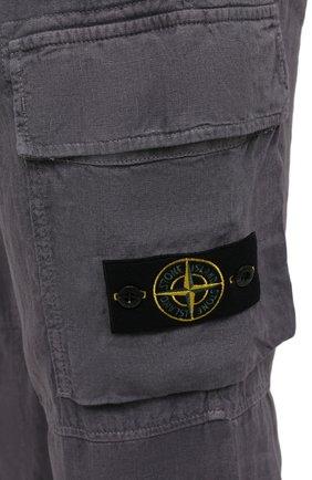 Мужские льняные брюки-карго STONE ISLAND серого цвета, арт. 741531601   Фото 5 (Силуэт М (брюки): Карго; Длина (брюки, джинсы): Стандартные; Случай: Повседневный; Стили: Гранж; Материал внешний: Лен)