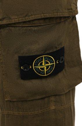 Мужские льняные брюки-карго STONE ISLAND хаки цвета, арт. 741531601   Фото 5 (Силуэт М (брюки): Карго; Длина (брюки, джинсы): Стандартные; Случай: Повседневный; Стили: Милитари; Материал внешний: Лен)