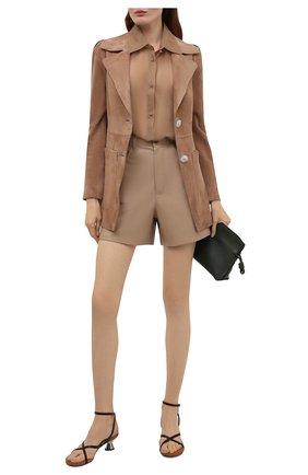 Женская шелковая блузка VALENTINO светло-коричневого цвета, арт. VB0AE5X52UP | Фото 2 (Длина (для топов): Удлиненные; Материал внешний: Шелк; Принт: С принтом; Рукава: Длинные; Женское Кросс-КТ: Блуза-одежда)