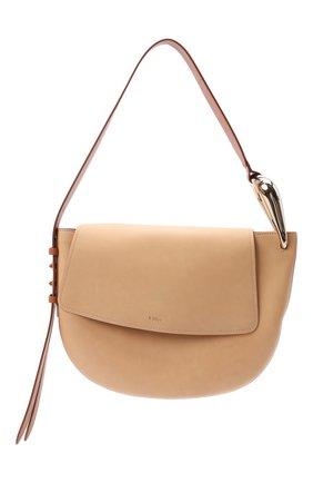 Женская сумка kiss CHLOÉ бежевого цвета, арт. CHC21US352E68 | Фото 1