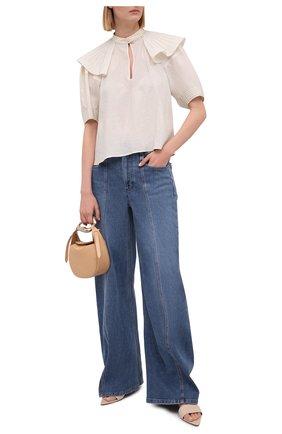 Женская шелковая блузка CHLOÉ светло-бежевого цвета, арт. CHC21UHT25009 | Фото 2 (Рукава: Короткие; Принт: С принтом; Стили: Бохо; Длина (для топов): Стандартные; Материал внешний: Шелк; Женское Кросс-КТ: Блуза-одежда)
