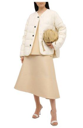 Женская пуховая куртка JIL SANDER светло-бежевого цвета, арт. JPPS440394-WS460800 | Фото 2 (Длина (верхняя одежда): Короткие; Материал внешний: Синтетический материал; Материал подклада: Синтетический материал; Кросс-КТ: Куртка; Рукава: Длинные; Стили: Кэжуэл; Материал утеплителя: Пух и перо)