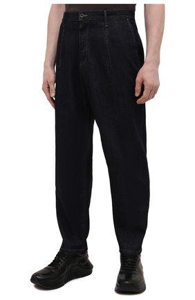 Мужские джинсы GIORGIO ARMANI синего цвета, арт. 3KSP61/SD0TZ | Фото 3 (Силуэт М (брюки): Широкие; Кросс-КТ: Деним; Длина (брюки, джинсы): Стандартные; Материал внешний: Хлопок, Деним; Стили: Кэжуэл)