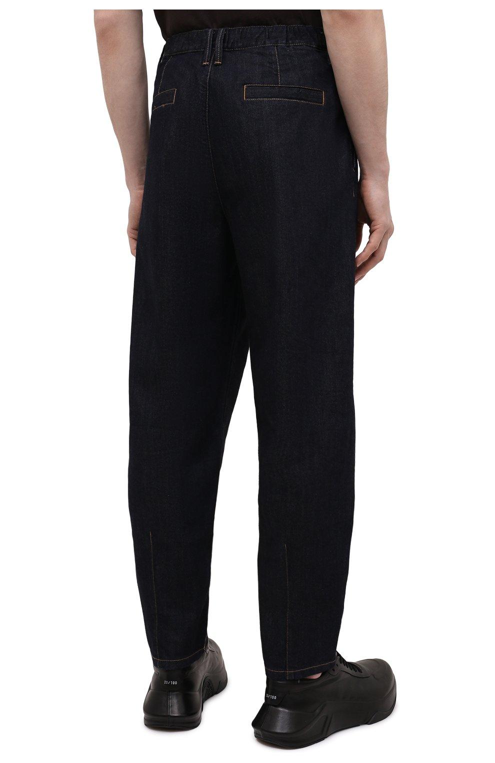 Мужские джинсы GIORGIO ARMANI синего цвета, арт. 3KSP61/SD0TZ | Фото 4 (Силуэт М (брюки): Широкие; Кросс-КТ: Деним; Длина (брюки, джинсы): Стандартные; Материал внешний: Хлопок, Деним; Стили: Кэжуэл)