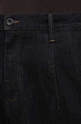 Мужские джинсы GIORGIO ARMANI синего цвета, арт. 3KSP61/SD0TZ | Фото 5 (Силуэт М (брюки): Широкие; Кросс-КТ: Деним; Длина (брюки, джинсы): Стандартные; Материал внешний: Хлопок, Деним; Стили: Кэжуэл)