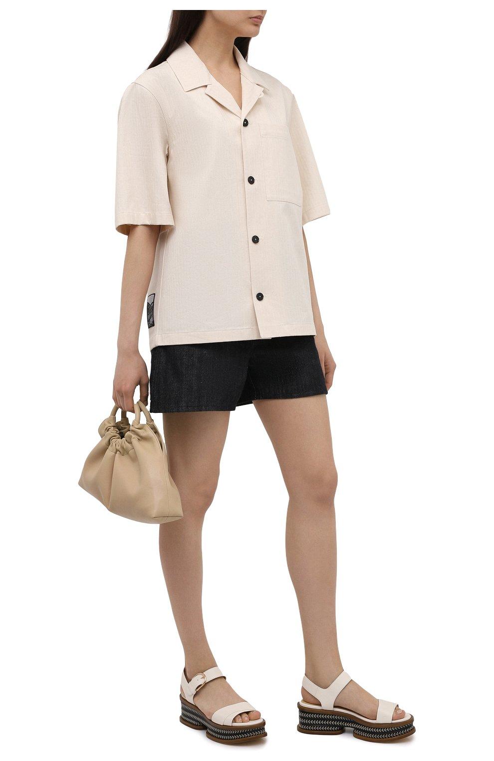 Женские джинсовые шорты JIL SANDER темно-синего цвета, арт. JPPS663122-WS246700 | Фото 2 (Женское Кросс-КТ: Шорты-одежда; Кросс-КТ: Деним; Длина Ж (юбки, платья, шорты): Мини; Материал внешний: Хлопок; Стили: Минимализм)
