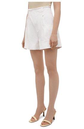 Женские джинсовые шорты CHLOÉ белого цвета, арт. CHC21UDS21048 | Фото 3 (Женское Кросс-КТ: Шорты-одежда; Кросс-КТ: Деним; Длина Ж (юбки, платья, шорты): Мини; Материал внешний: Хлопок; Стили: Романтичный)