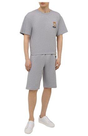 Мужская хлопковая футболка MOSCHINO серого цвета, арт. A1923/8125 | Фото 2 (Длина (для топов): Стандартные; Мужское Кросс-КТ: Футболка-белье; Материал внешний: Хлопок; Рукава: Короткие; Кросс-КТ: домашняя одежда)