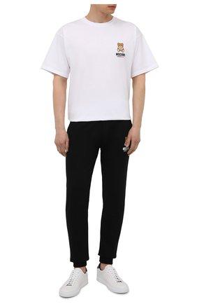 Мужские хлопковые джоггеры MOSCHINO черного цвета, арт. A4326/8120 | Фото 2 (Материал внешний: Хлопок; Длина (брюки, джинсы): Стандартные; Кросс-КТ: домашняя одежда; Мужское Кросс-КТ: Брюки-белье)
