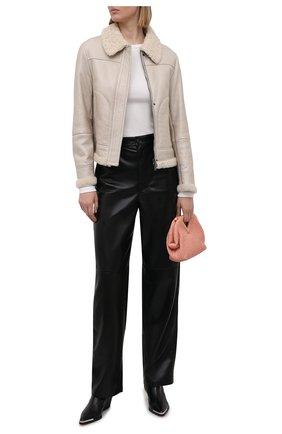 Женская дубленка BRUNELLO CUCINELLI кремвого цвета, арт. MPMGA2689P | Фото 2 (Длина (верхняя одежда): Короткие; Стили: Кэжуэл; Рукава: Длинные; Материал внешний: Натуральный мех)