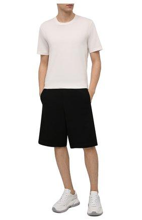 Мужские хлопковые шорты MONCLER черного цвета, арт. G1-091-8H735-00-8098U | Фото 2