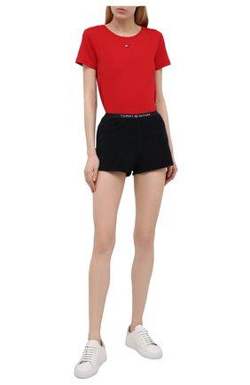 Женские хлопковые шорты TOMMY HILFIGER темно-синего цвета, арт. UW0UW02881 | Фото 2 (Материал внешний: Хлопок; Стили: Спорт-шик; Женское Кросс-КТ: Шорты-спорт, Шорты-одежда; Длина Ж (юбки, платья, шорты): Мини)