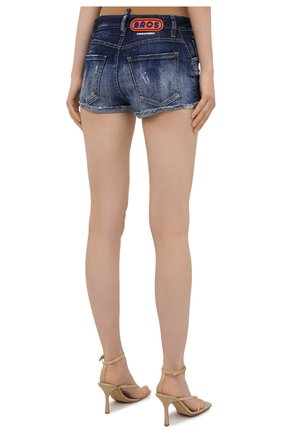 Женские джинсовые шорты DSQUARED2 синего цвета, арт. S75MU0384/S30342 | Фото 4 (Женское Кросс-КТ: Шорты-одежда; Кросс-КТ: Деним; Длина Ж (юбки, платья, шорты): Мини; Стили: Гранж; Материал внешний: Хлопок)