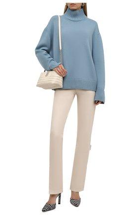 Женский кашемировый свитер LORO PIANA голубого цвета, арт. FAL8593   Фото 2 (Рукава: Длинные; Стили: Кэжуэл; Длина (для топов): Стандартные; Материал внешний: Шерсть, Кашемир; Женское Кросс-КТ: Свитер-одежда)