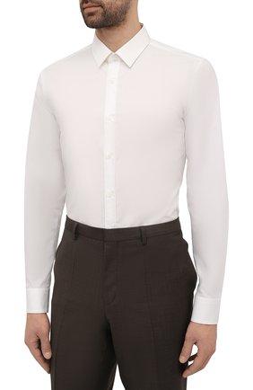 Мужская хлопковая сорочка HUGO белого цвета, арт. 50450147 | Фото 3 (Манжеты: На пуговицах; Воротник: Кент; Рукава: Длинные; Рубашки М: Super Slim Fit; Длина (для топов): Стандартные; Материал внешний: Хлопок; Стили: Классический; Случай: Формальный; Принт: Однотонные)