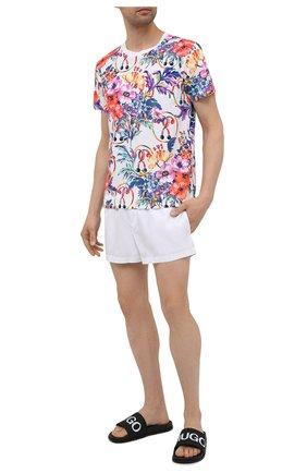 Мужская хлопковая футболка MOSCHINO разноцветного цвета, арт. A1905/2314 | Фото 2 (Материал внешний: Хлопок; Длина (для топов): Стандартные; Мужское Кросс-КТ: Футболка-пляж; Стили: Романтичный; Рукава: Короткие; Принт: С принтом)