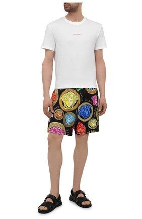 Мужские плавки-шорты VERSACE разноцветного цвета, арт. ABU90004/1F01220 | Фото 2