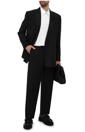 Мужские шерстяные брюки VALENTINO черного цвета, арт. WV3RBG9025S | Фото 2 (Стили: Минимализм; Случай: Повседневный; Длина (брюки, джинсы): Стандартные; Материал внешний: Шерсть)