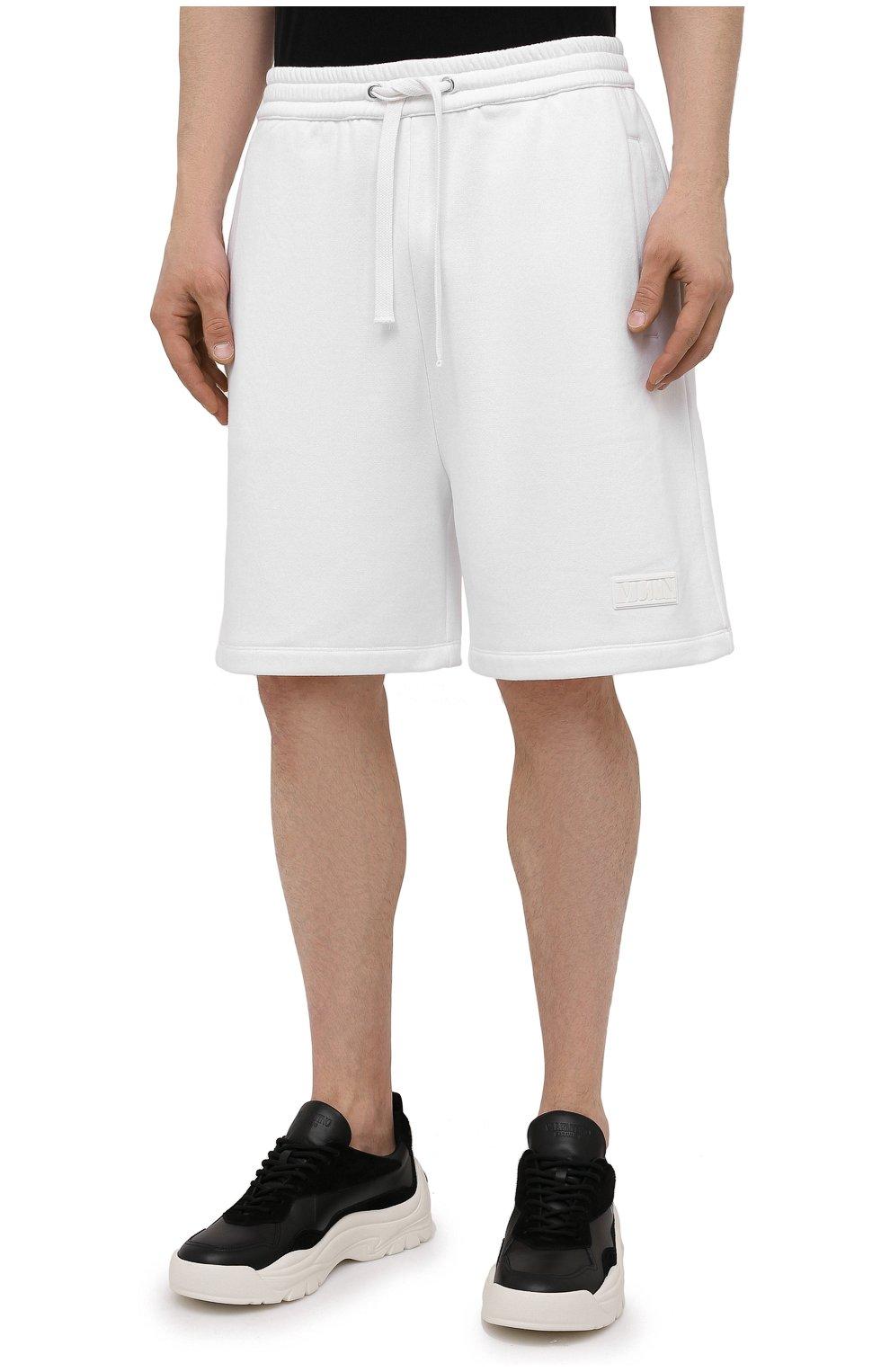 Мужские хлопковые шорты VALENTINO белого цвета, арт. WV3MD02D7FH | Фото 3 (Принт: Без принта; Длина Шорты М: Ниже колена; Кросс-КТ: Трикотаж; Материал внешний: Хлопок; Стили: Спорт-шик)
