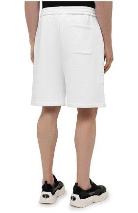 Мужские хлопковые шорты VALENTINO белого цвета, арт. WV3MD02D7FH | Фото 4 (Принт: Без принта; Длина Шорты М: Ниже колена; Кросс-КТ: Трикотаж; Материал внешний: Хлопок; Стили: Спорт-шик)