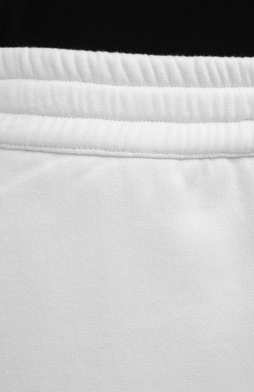 Мужские хлопковые шорты VALENTINO белого цвета, арт. WV3MD02D7FH | Фото 5 (Принт: Без принта; Длина Шорты М: Ниже колена; Кросс-КТ: Трикотаж; Материал внешний: Хлопок; Стили: Спорт-шик)