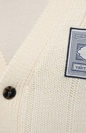 Мужской шерстяной кардиган VALENTINO кремвого цвета, арт. WV3KA01J7MJ | Фото 5 (Мужское Кросс-КТ: Кардиган-одежда; Материал внешний: Шерсть; Рукава: Длинные; Длина (для топов): Стандартные; Стили: Кэжуэл)